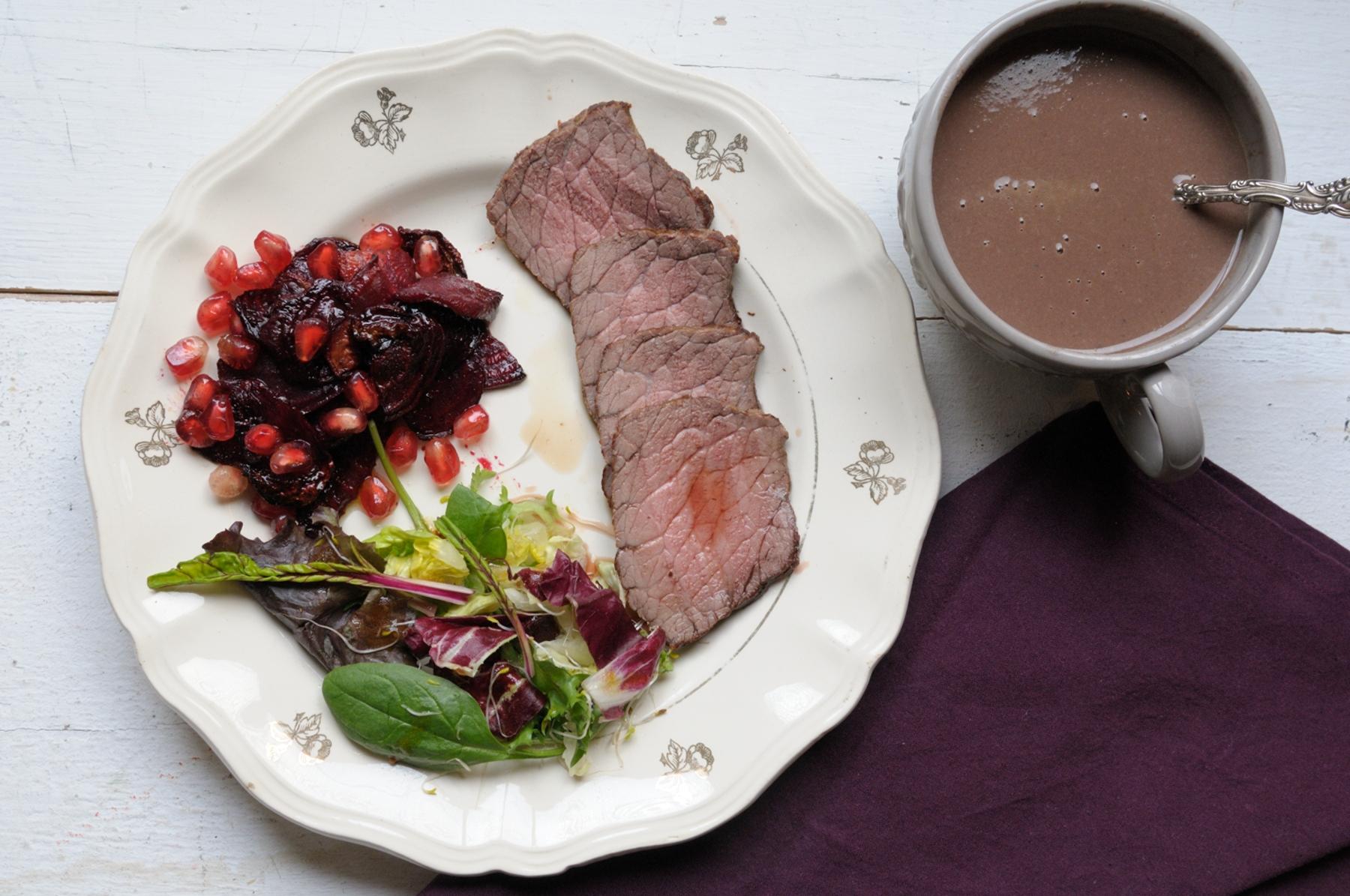 En casa. Roast beef con remolacha