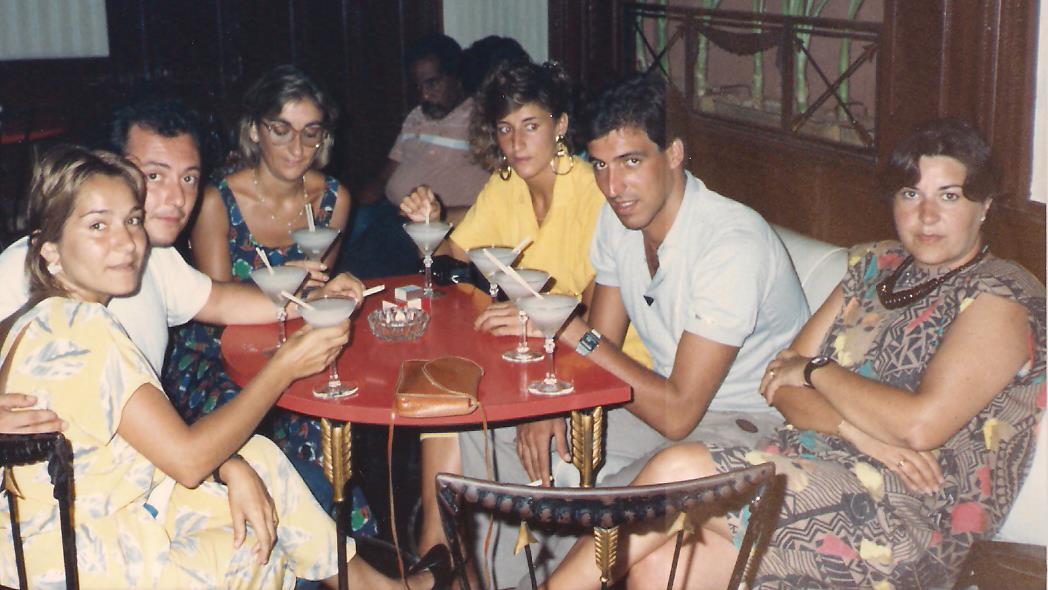 Inmaculada en Cuba con Pili Carrera y otros amigos, 1987.
