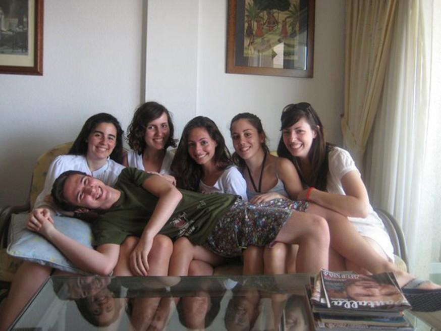 Jaime con Itziar, Macarena, Marina, Sara y Gema de vacaciones en Gandía
