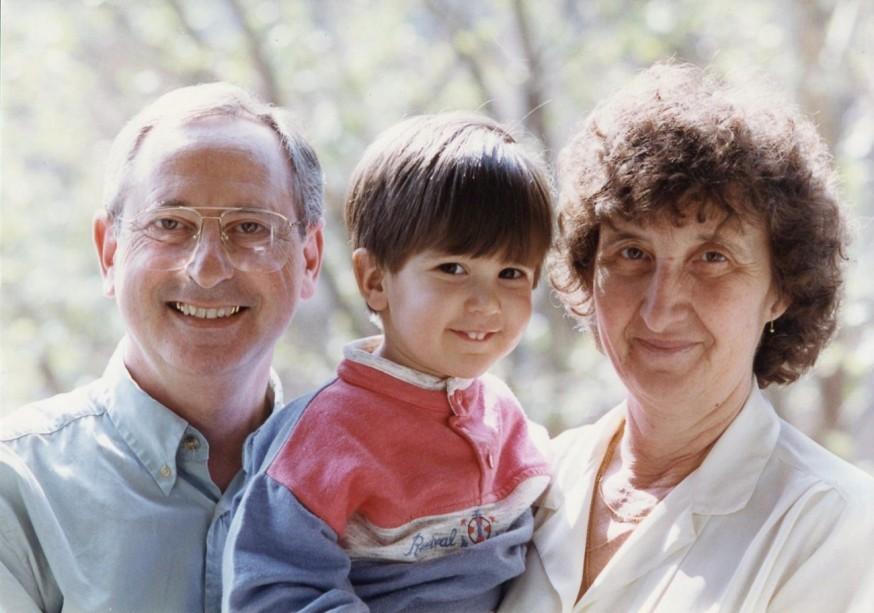 Jaime con los abuelos maternos